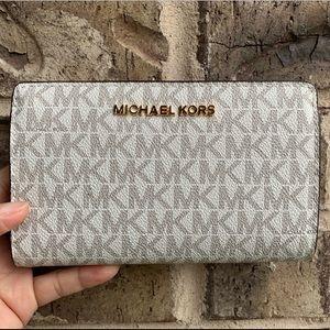 NWT Michael Kors Bifold Wallet-Vanilla Signature